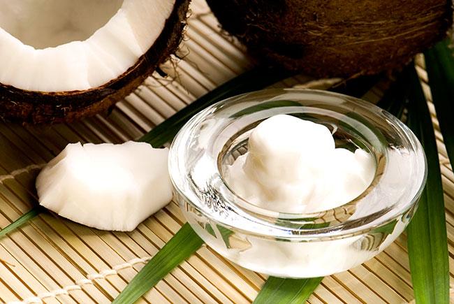 Dầu dừa và sữa chua giúp da mịn màng, hồng hào, tằng độ ẩm