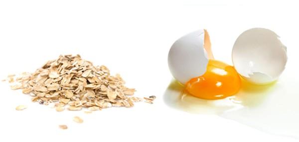 Bột yến mạch và lòng đỏ trứng giúp trị mụn đầu đen