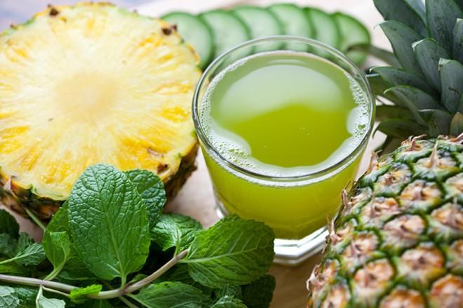 Cách làm trắng da bằng Nước ép dưa chuột, rau mùi tây và trái thơm (dứa)