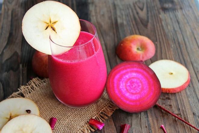 Cách làm trắng da bằng Nước ép củ cải đường, dưa chuột và táo đỏ