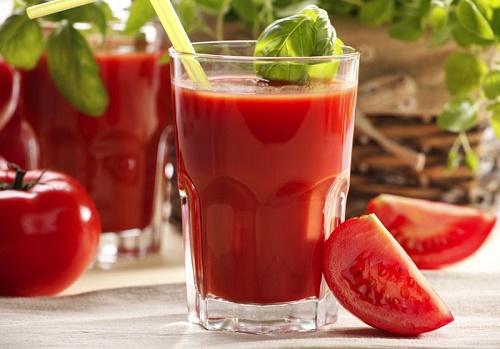 cách làm trắng da bằng nước ép cà chua