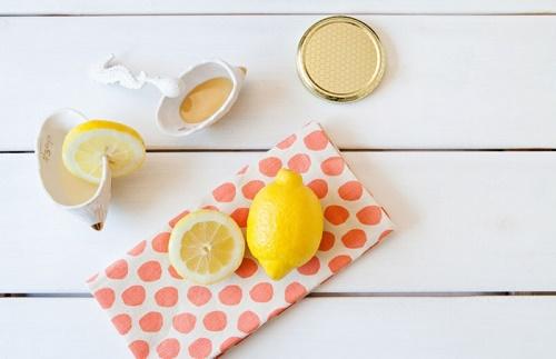 cách làm trắng da mặt cấp tốc từ sữa tươi, chanh và mật ong