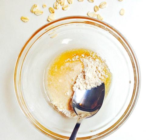 cách trị mụn trứng cá cực đơn giản bằng mật ong, chanh và yến mạch