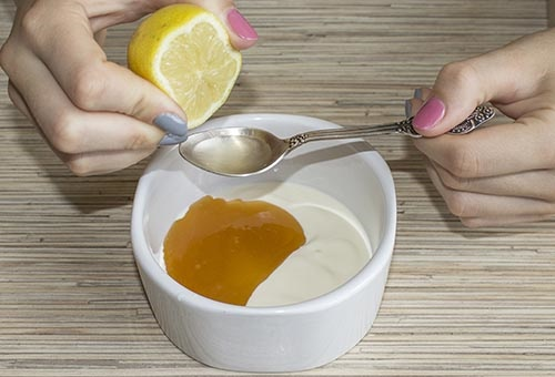 cách trị mụn trứng cá bằng mật ong, chanh, sữa chua, sữa tươi