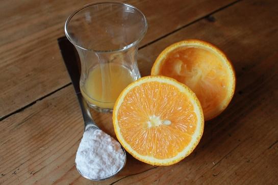 cách trị mụn trứng cá tại nhà bằng nước cam + baking soda