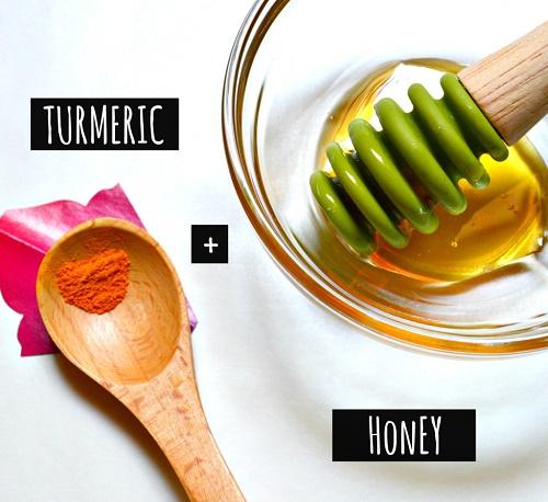 cách làm trắng da mặt bằng mật ong & bột nghệ