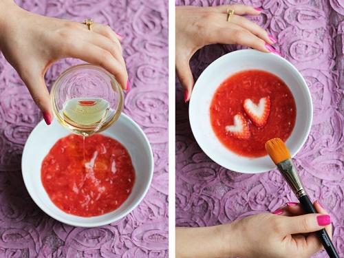 cách trị mụn trứng cá từ dâu tây và mật ong