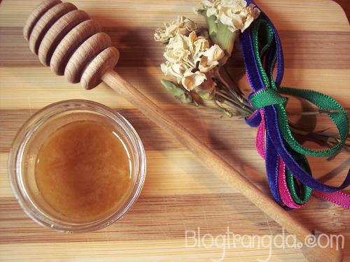 Hướng dẫn cách làm trắng da mặt với mật ong và bơ