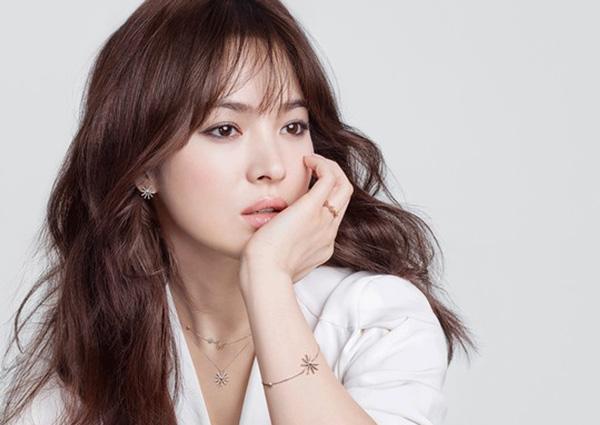 Bật mí cách trang điểm nhẹ nhàng đơn giản như kiều nữ Song Hye Kyo