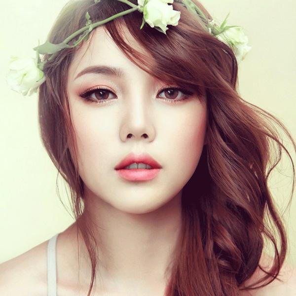 Hướng dẫn trang điểm đơn giản từ cách chọn phấn đến son môi cho bạn gái