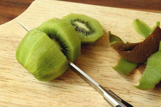 cách làm trắng da đơn giản từ thực phẩm bằng thiên nhiên từ kiwi