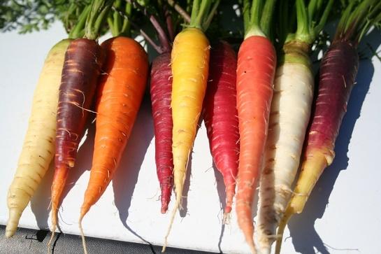 cách làm trắng da đơn giản từ thực phẩm bằng cà rốt