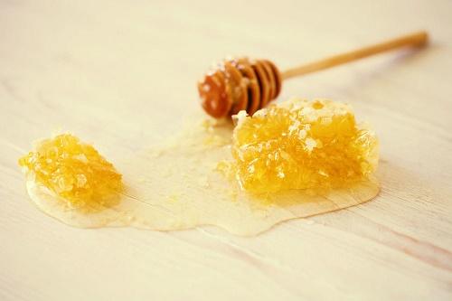 cách trị mụn trứng cá bằng mật ong