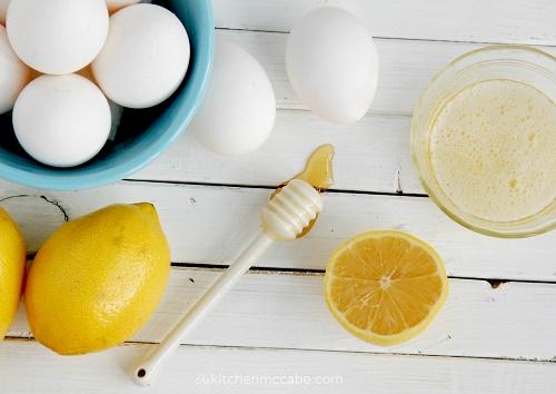 cách trị mụn đầu đen đơn giản từ thiên nhiên bằng lòng trắng trứng, nước chanh và mật ong