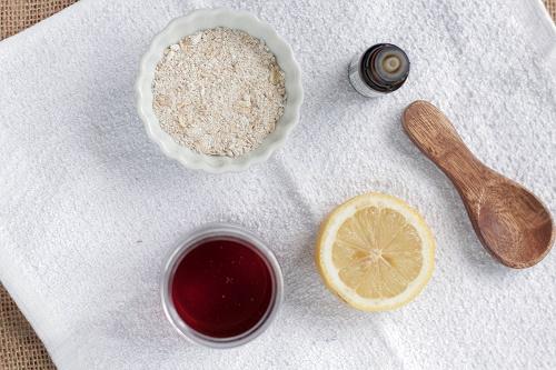Cách trị mụn trứng cá nhanh và hiệu quả chỉ sau vài tuần từ bột yến mạch, mật ong, chanh và tinh dầu tràm trà