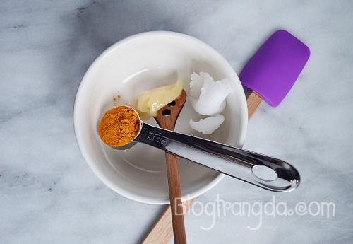 cách trị mụn trứng cá bằng nghệ đơn giản hiệu quả nhất