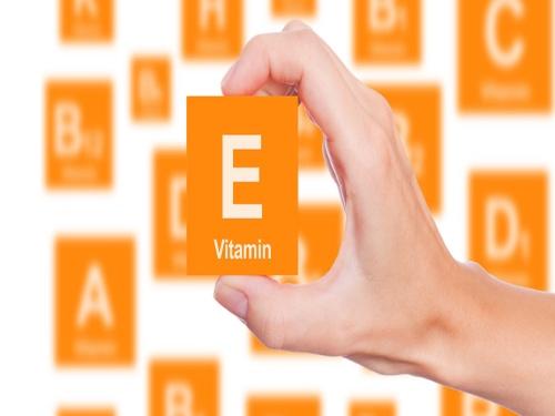 cach-lam-trang-da-bang-vitamin-e